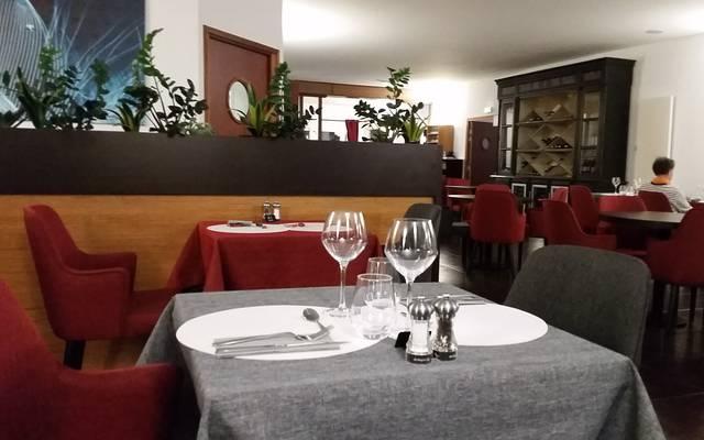 Déjeuner dans un restaurant d'Epernon