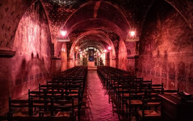 Crypte de nuit de la cathédrale de Chartres