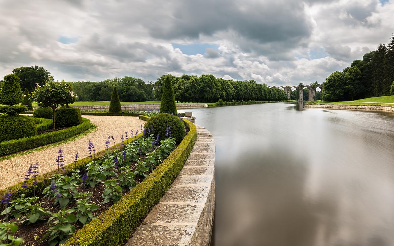 Vue de l'aqueduc de Maintenon depuis les jardins du château