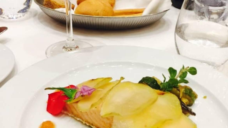 Déjeuner dans un restaurant d'Illiers-Combray