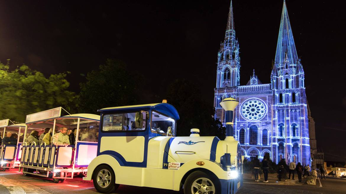 Discover the Chartres light show in the little tourist train!
