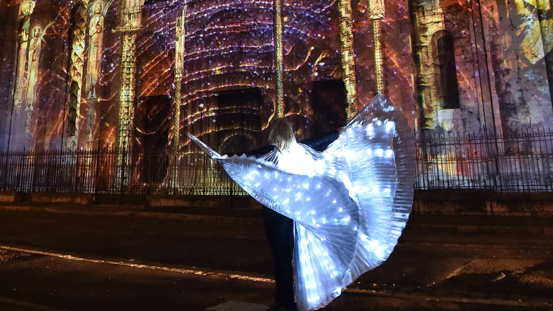 enchanted chartres light show guided tour